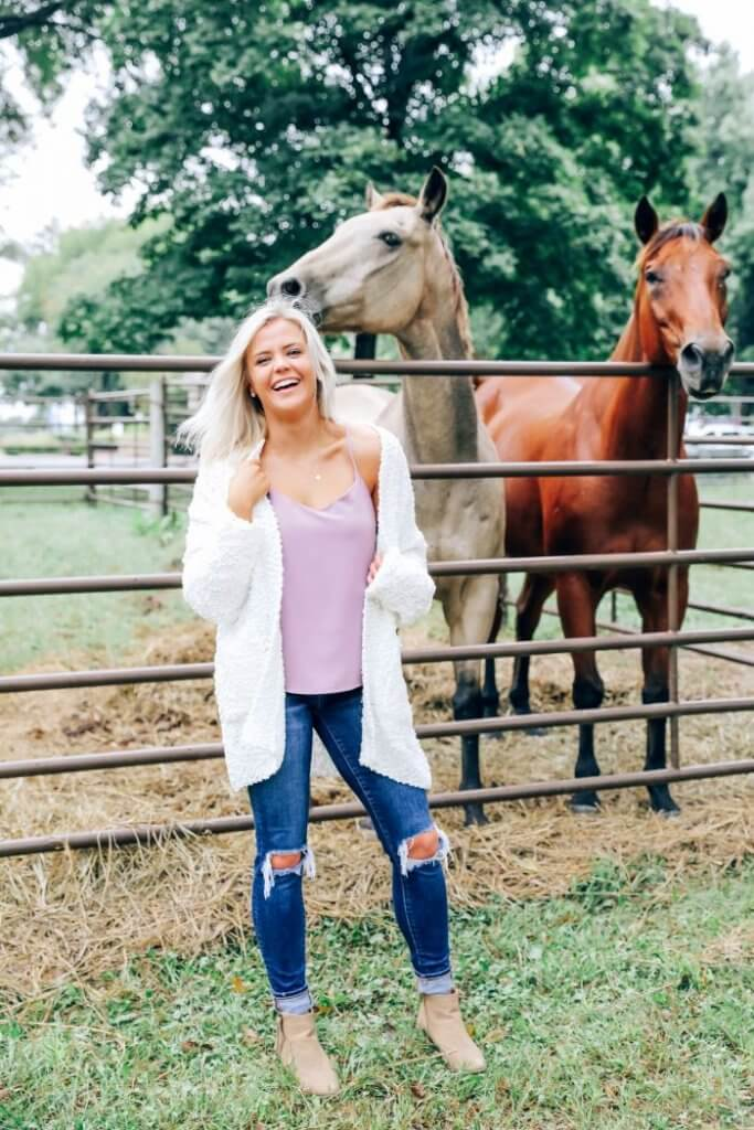 inspired boutique fall collection 2019 kansas city blogger sweater, destroyed jeans, fall fashion